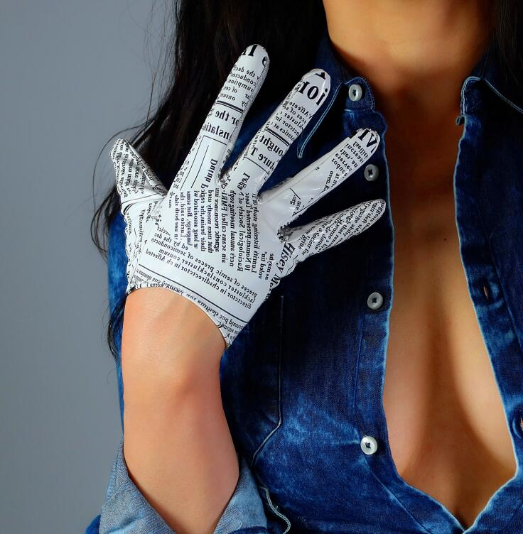 Women's Runway Fashion Sexy Slim Newspaper Print Pu Leather Glove Lady's Club Performance Leather Short Glove 16cm R2745