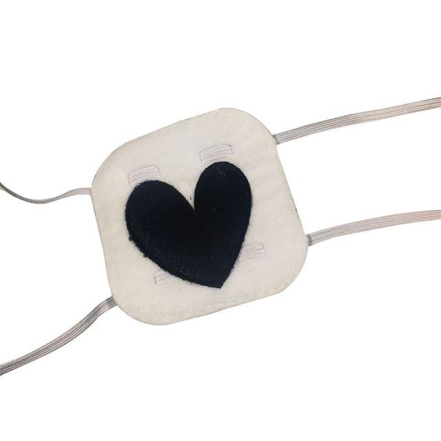 Повязка на глаза с вышивкой в форме сердца
