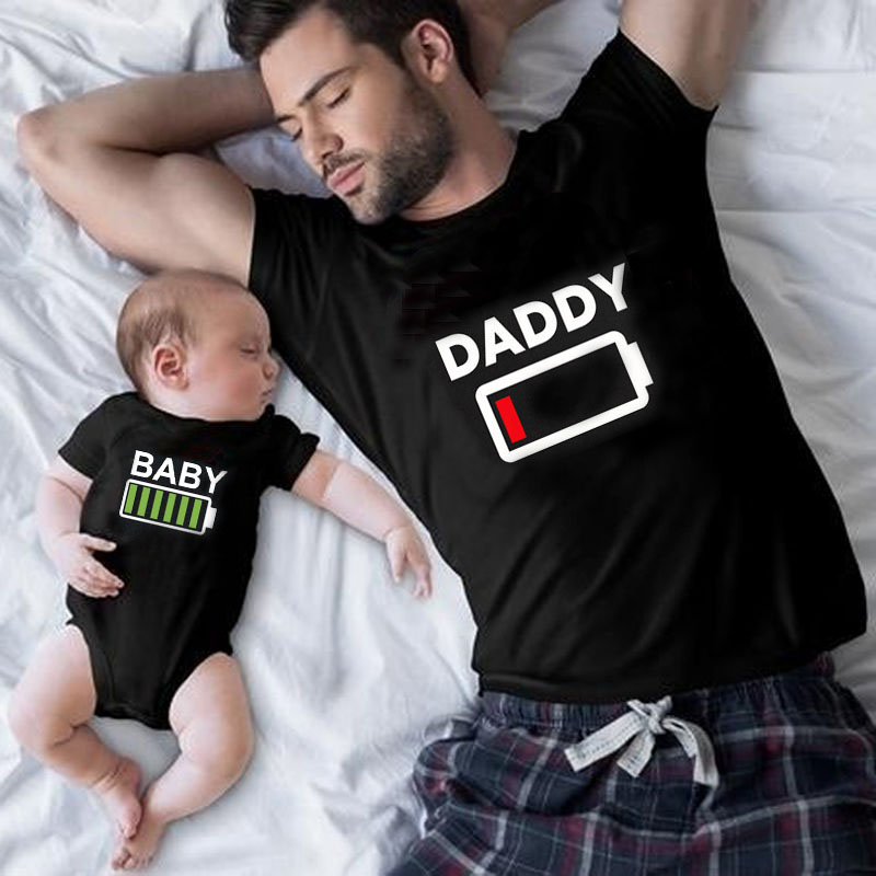 Family Matching Clothes Look Matching Outfit Funny Battery Clothes Dad Mom Boy Girl T-shirt for Daddy Mommy Me Baby Boy Girl 1pc 1