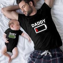Familia juego ropa mira traje a juego divertido batería ropa papá mamá chico chica camiseta para papá Mamá Me bebé niño niña 1pc