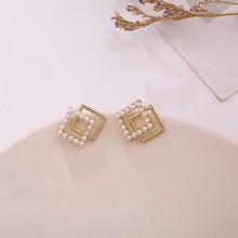 Nowy geometryczny kwadrat słodka perła modne kolczyki zakontraktowane małe świeże eleganckie Temperament kobiety spadek kolczyki Joker Trend tanie tanio Dominated Ze stopu cynku CN (pochodzenie) TRENDY DM20X640 GEOMETRIC Pearl Symulowane perłowej