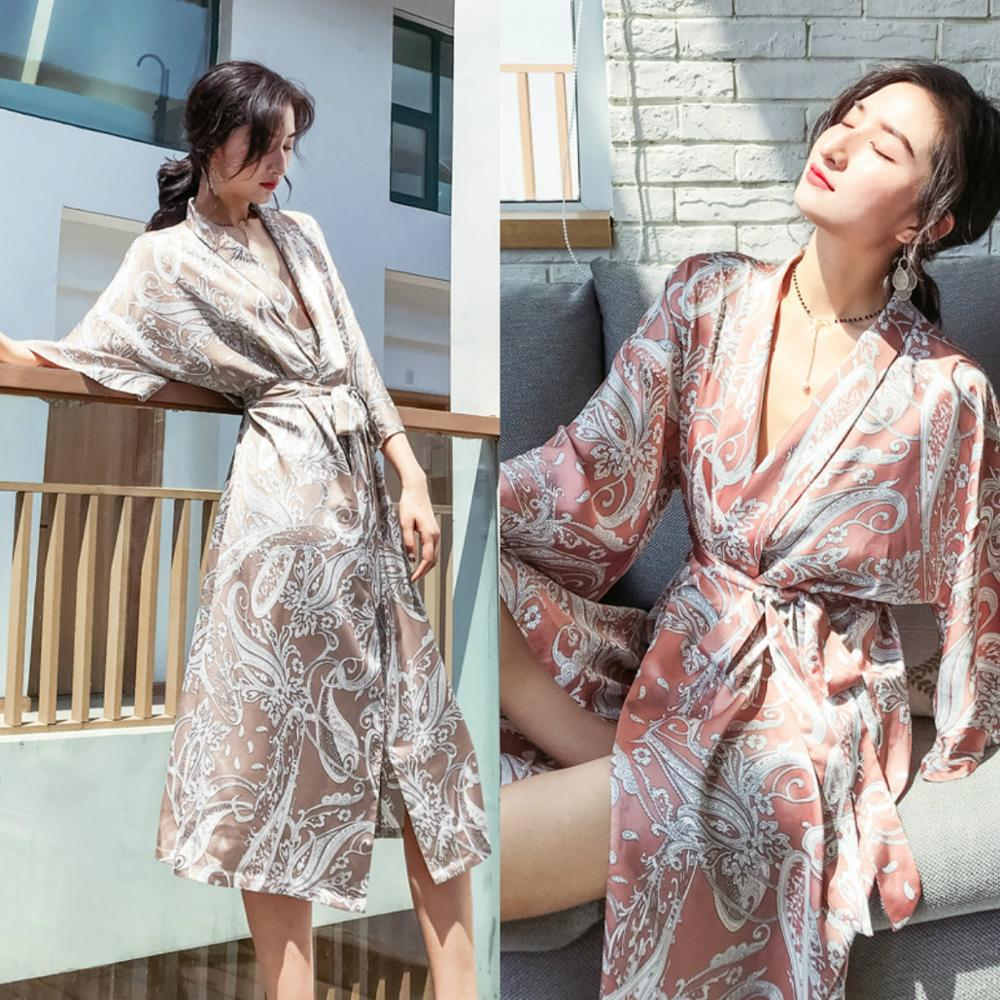 2019 Sexy Silk Night Robe Long Sleeves Printed Unique Chic Party Sleepwear In Stock Tea Length Nightgowns Robes