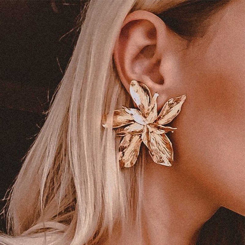 Elegant Fashion Exaggerated Big Gold Metal Flower Shaped Stud Earrings Floral Vintage Ethnic Earrings for Women Party Jewelry