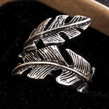 Vintage Style Men Woman Antique Adjustable Silver Alloy Feather Ring Band Jewelry Gift Wedding/Party/Dance Jewelry Accessories