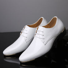Мужские классические кожаные туфли коричневые лакированные деловые