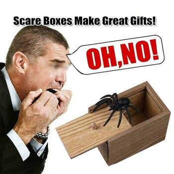 цена April Fool's Day Gift Wooden Prank Trick Practical Joke Home Office Scare Toy Box Gag Spider Mouse Kids Funny Play Joke Gift Toy онлайн в 2017 году