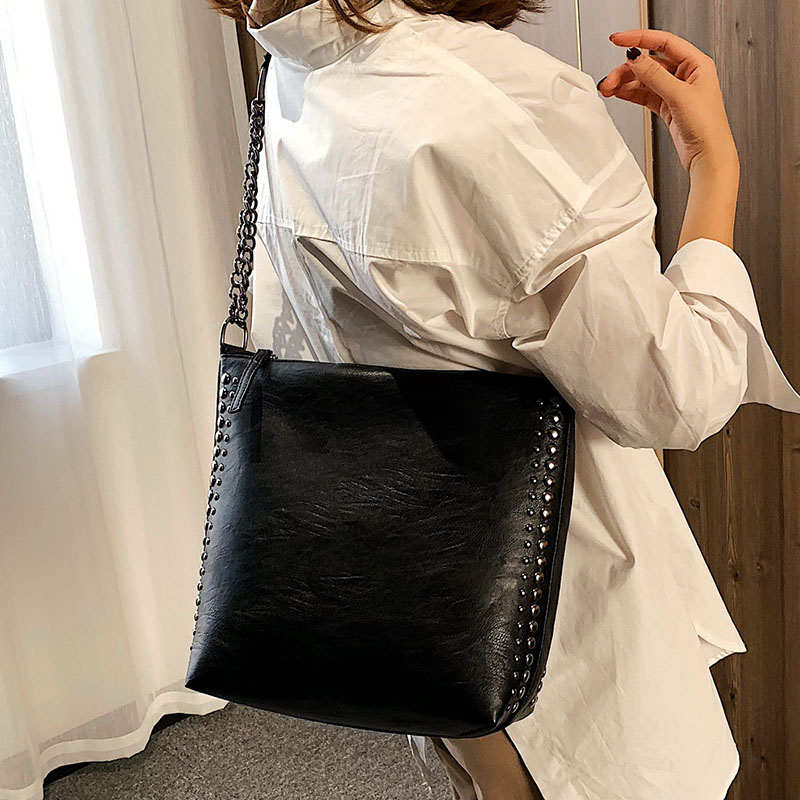 Punk Style Rivet Crossbody Bags For Women 2019 Luxury Black Chain Shoulder Bag Female Bucket Handbags Hand Bag