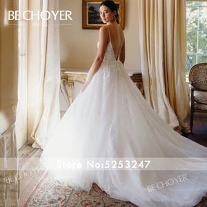 Image 2 - רומנטי אפליקציות חתונת שמלת BECHOYER HE09 אור תחרה 3D פרחי אונליין גב פתוח בית משפט רכבת הכלה שמלת Vestido דה Noiva