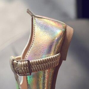 Image 4 - Bé Gái 2020 Mới Thời Trang Trẻ Em Mùa Xuân Rộng Laser Khóa Da Giày Công Chúa Bé Giày Dép Bé Gái Giày