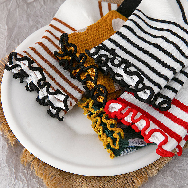 2020 Spring And Summer New Socks Female Wave Point Pile Socks Japanese Sweet Wood Ear Stripes Striped Wild Female Boat Socks