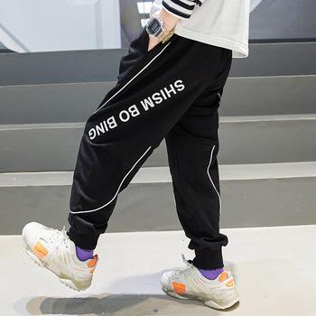 Nowe dziecięce chłopięce spodnie sportowe dziecięce długie spodnie bawełniane wiosenne spodnie dresowe dla nastoletnich w stylu Casual czarny list drukuj spodnie dresowe 6 8 Y tanie i dobre opinie Chłopcy COTTON POLIESTER 4-6y 7-12y 12 + y CN (pochodzenie) Wiosna i jesień LOOSE Z KIESZENIAMI Pełna długość Dobrze pasuje do rozmiaru wybierz swój normalny rozmiar