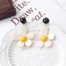 HelloMiss Small fresh contrast daisy pendant earrings temperament sweet petal stud new fashion womens jewelry