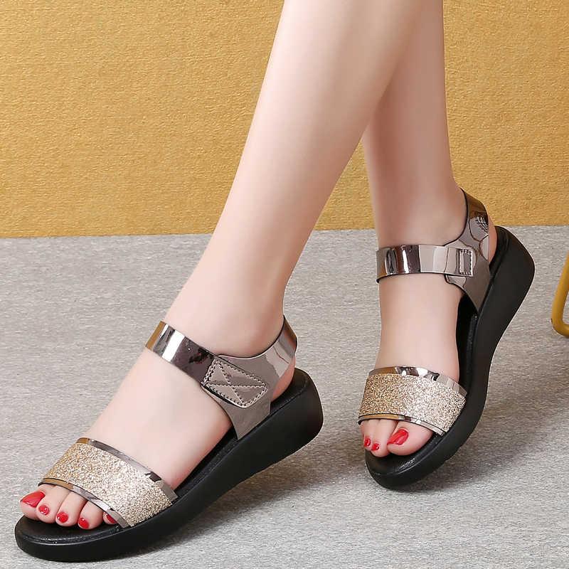 2020 Phụ Nữ Mùa Hè Bling Giày Sandal Đen Vàng Đế Bằng Người Phụ Nữ Cao Su Thời Trang Giày Sandal Nữ Móc & Vòng Phẳng Nữ 1208