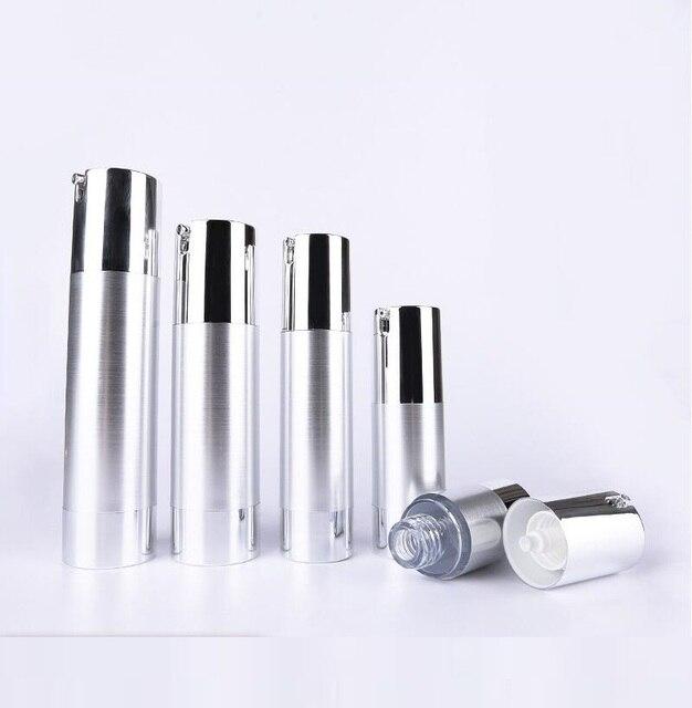 Botella de loción de bomba de vacío sin aire de plata UV de 50 ml con bomba de plata y base inferior utilizada para envase cosmético