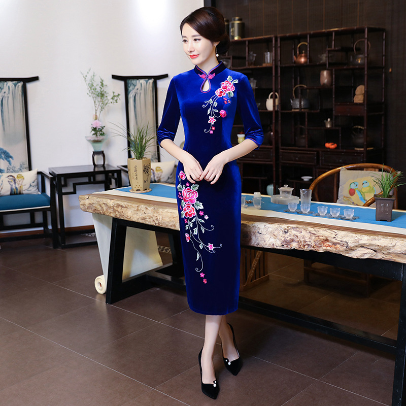 Autumn Velvet Slim Cheongsam Elegant Chinese Style Evening Dress Gown Embroidery Flower Ladies Long Qipao Plus Size 3XL 4XL