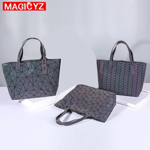 Image 3 - Sac à main holographique laser de grande capacité pour femmes, sac à bandoulière géométrique irrégulière lumineux pour fille, grand sac pour ordinateur portable de bureau