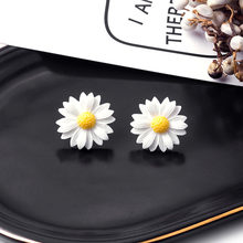 1 Pair Of Classic Flower Earrings Simple White Daisy Earrings Japanese Small Fresh Temperament Jewelry Accessories(China)