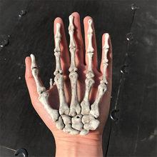 1 par de decoración de Halloween vida realista tamaño esqueleto manos falsos de plástico humanos mano huesuda Fiesta Zombie Terror miedo Accesorios