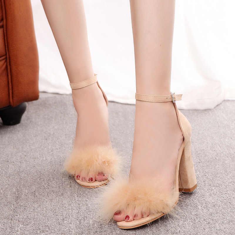 Artı boyutu süper yüksek sandalet kadın pompa yeni moda toka kayış kürk akın deri kalın topuk katı parti kadın pompaları ayakkabı