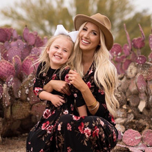 цена на Mother Kids Mom and Daughter Dress Floral Mother Daughter Dresses Short Sleeve Girl Big Sister Family Look Matching Clothes