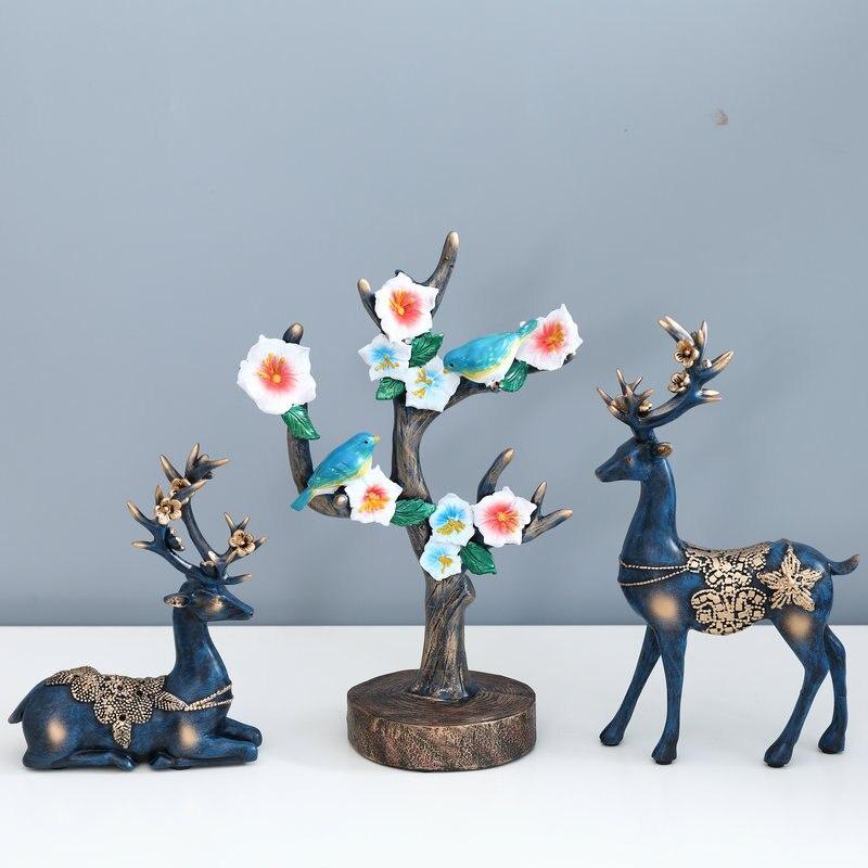 2019 New 1 Pcs Resin Deer Figurine Statue Home Living Room Decor Crafts Elk Sculpture Creative Gifts Modern Desktop Ornament