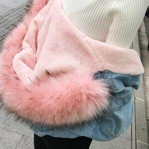Image 4 - 女性ジーンズジャケット冬厚いジーンズジャケットフェイクファーの襟フリースフード付きデニムコート女性デニム Outwea