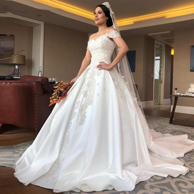 2020 فاخر كامل الخرز الكرة ثوب فساتين الزفاف حجم كبير العربية دبي قبالة الكتف اللؤلؤ الساتان زي العرائس فساتين الزفاف