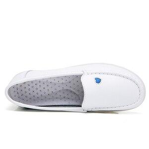 Image 4 - BEYARNE2019 جديد المرأة شقة أحذية من الجلد إسفين الأبيض عادية مع لينة أسفل الانزلاق على الحب القلب مريحة أمي ممرضة أحذية عمل