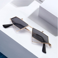 New irregular polygon sun glasses men and women sunglasses retro punk wind flip ultra light sunglasses