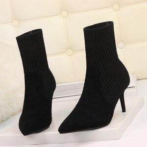 Image 2 - Botas de calcetín de Invierno para mujer, botines elásticos de punto Sexy, zapatos de tacón alto a rayas, botines de otoño 2019