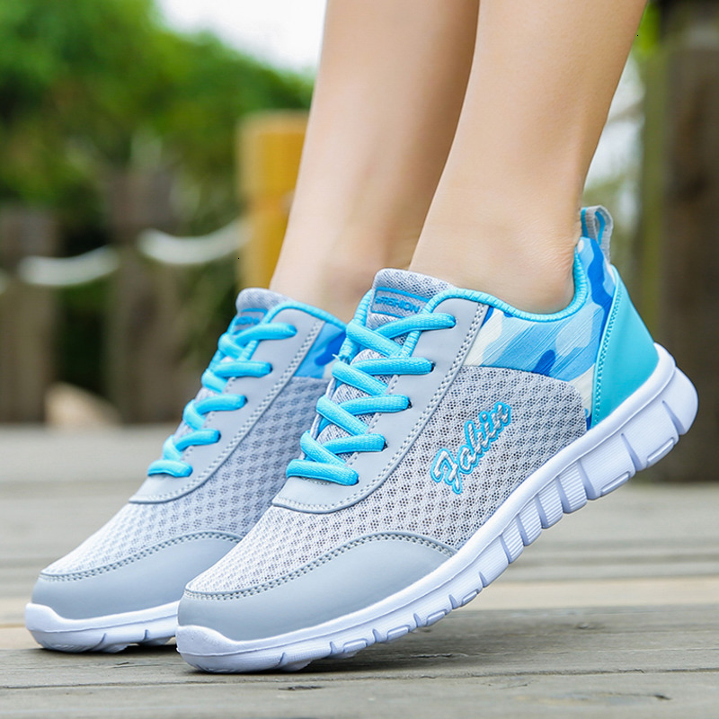 Ultra Light Women Running Shoes Breathable Lace-up Non-slip Flats Sneakers Ladies Mesh Outdoor Trainers Athletic Shoes Gym Shoes