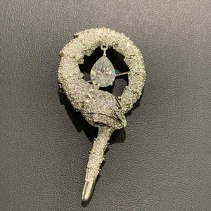 Image 5 - Di modo elegante zircone cubico snake spilla perni di rame gioielli unisex di modo per le donne cappotto degli uomini di trasporto libero