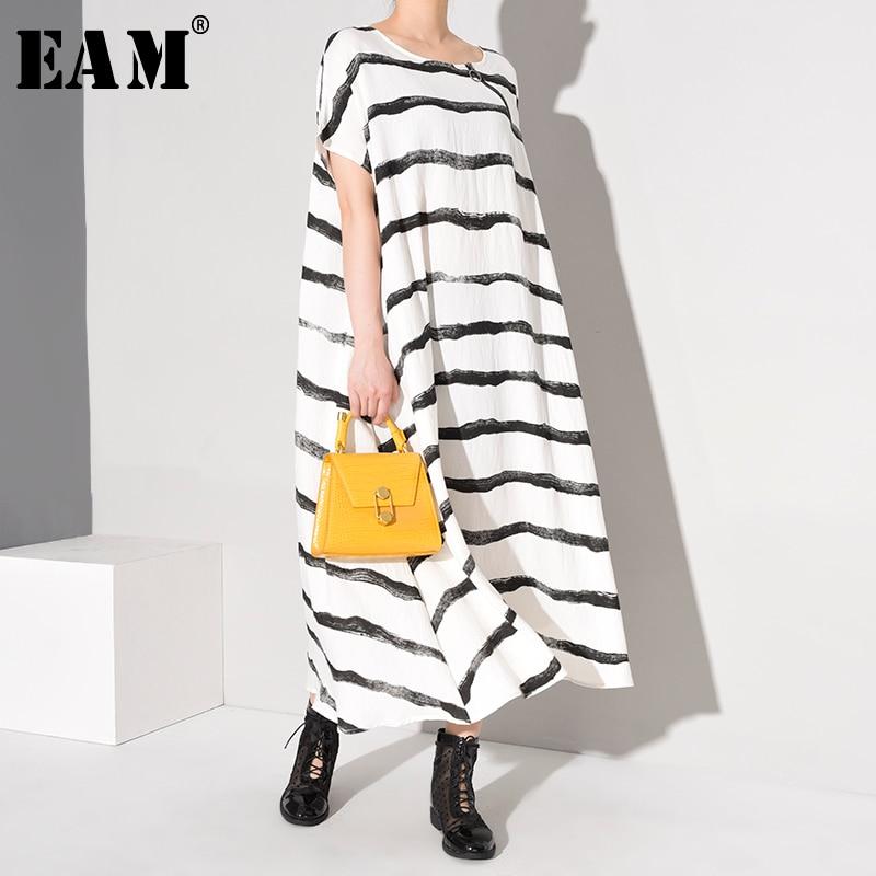 [EAM] Women White Striped Split Big Size Long Dress New Round Neck Short Sleeve Loose Fashion Tide Spring Summer 2020 1W76800