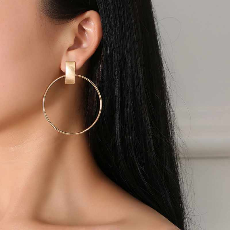 Women's Fashion Simple Round Metal Hoop Earrings Big Circle Geometric Stud Earrings Party Personalized Jewelry