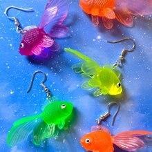 Brincos de peixe dourado plástico multicolorido//funky brincos//brincos peculiares// fidget brincos