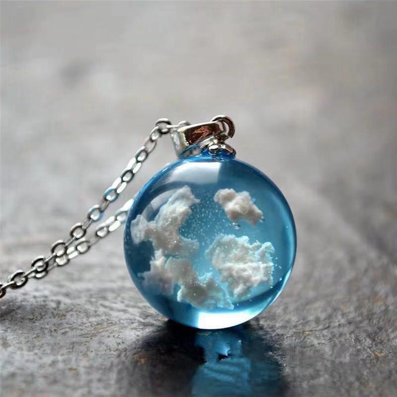 Женское ожерелье с подвеской в виде полумесяца, ожерелье из прозрачной смолы с круглым шариком, ожерелье с голубым небом, белым облаком, мод...