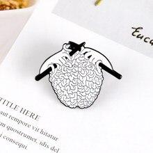 Broche em forma de cérebro de malha, broche em esmalte, orgânio dos desenhos animados, emblema médica, personalidade criativa, joias para um amigo médico