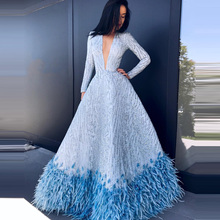 2020 אור כחול חרוזים ארוך שמלת אונליין עם נוצות סקסי עמוק V צוואר ארוך שרוולים נשים שמלה נוצצות rochii דה seara