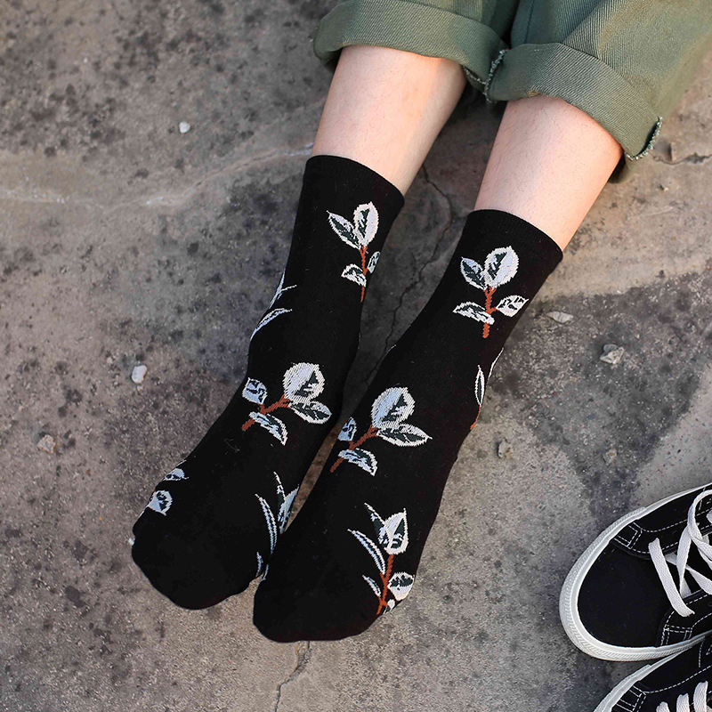 New Soft Harajuku Cartoon Leaf Cotton Sock For Women Autumn Winter Fashion Hipster Cute Socks