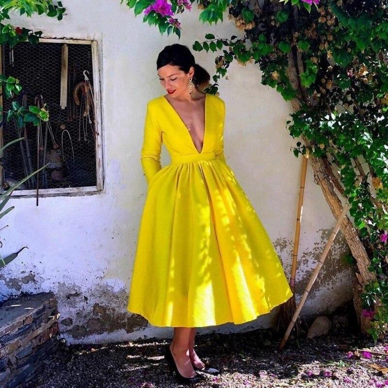 Superbes robes de bal jaunes avec poches longueur de thé col en V profond Satin froncé une ligne robe de soirée formelle