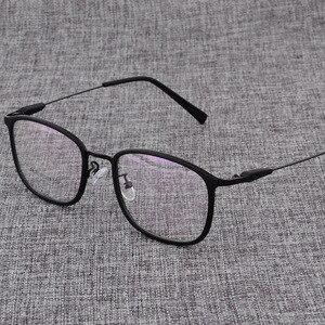 Image 1 - Montura de aleación para gafas cuadradas ultralivianas, graduadas para miopía, montura ópticas metálicas para hombre y mujer, D825