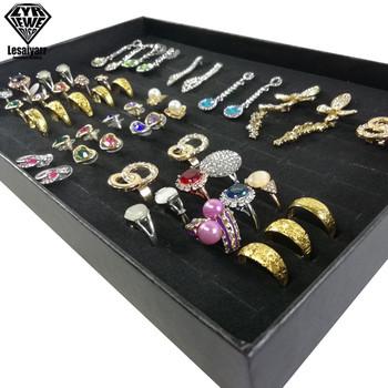 Tacka do prezentowania pierścionków i biżuterii Velvet 100 Slot Case Box pudełko do przechowywania biżuterii pierścionki taca aksamitna 100 Slot Case Box tanie i dobre opinie Lesaiyarr CN (pochodzenie) 100 Slot Ring Jewelry Disply Tray With Lid LR-20201225 18cm 30cm Przypadki i wyświetlacze 177g