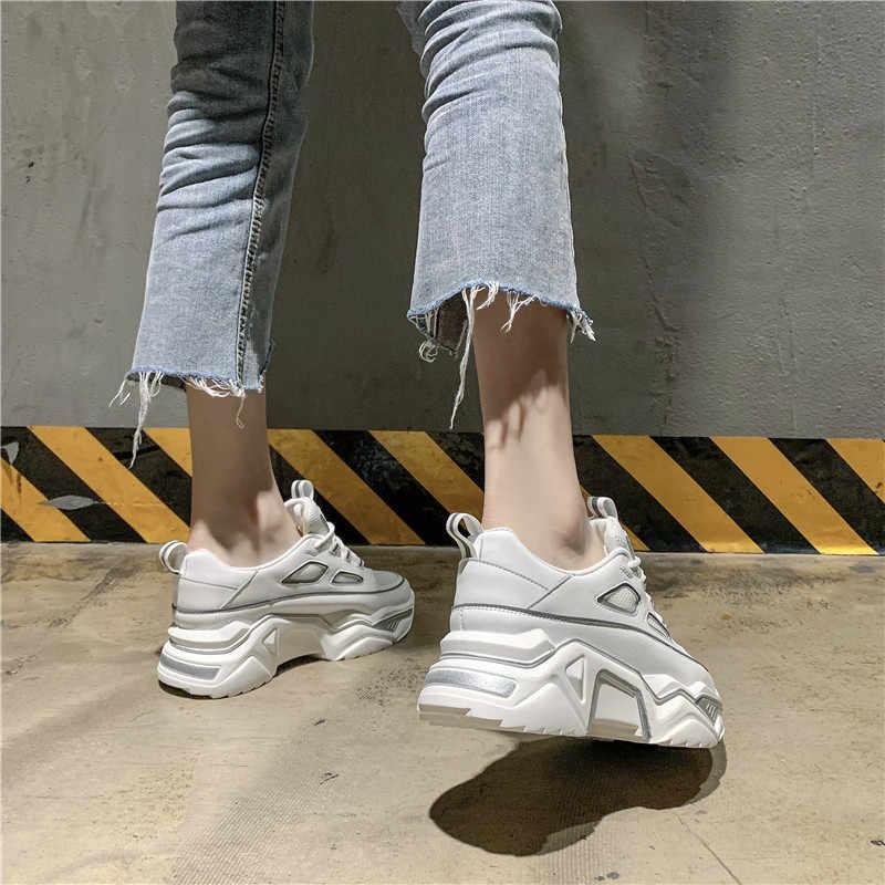 Ins แฟชั่นสุภาพสตรีแพลตฟอร์มรองเท้าสบายๆฤดูใบไม้ผลิและฤดูร้อนตาข่ายรองเท้าสบายๆ Air-permeable White แพลตฟอร์มรองเท้า