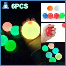 Brinquedos sensoriais pegajosos das bolas da parede do fulgor do poço da bola do teto para crianças 65mm anti bola pegajosa do esforço
