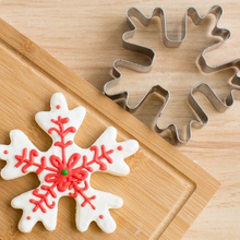 Stainless Steel Christmas Snowflake Cookie Cutters Biscuit Embossing Mold Bread Cake Stamping Decorating Tools