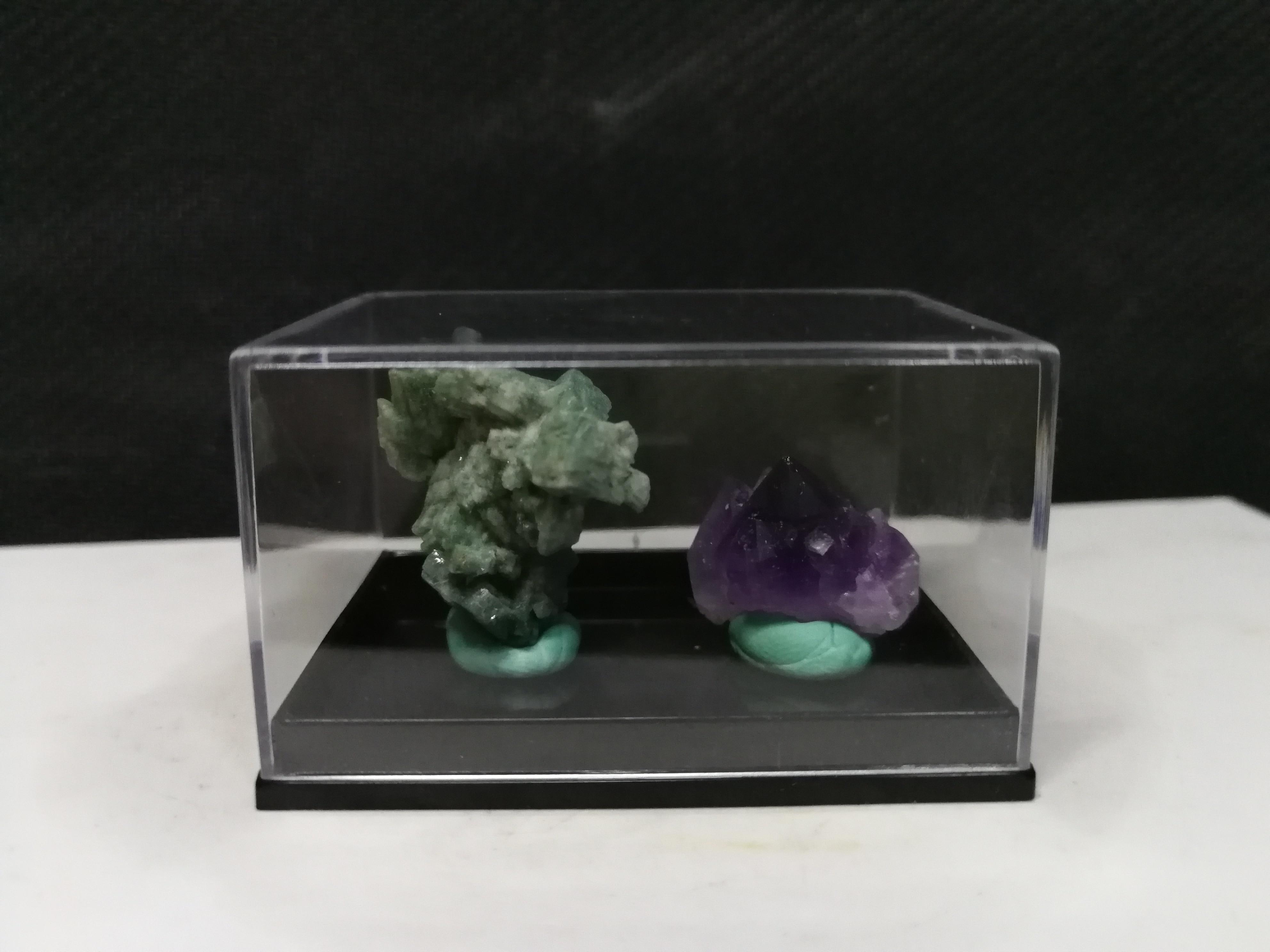 Grupo de Cristal de Água Caixa de Amostra de Cristal Gnatural Roxo Verde Calcite Mineral 22.0
