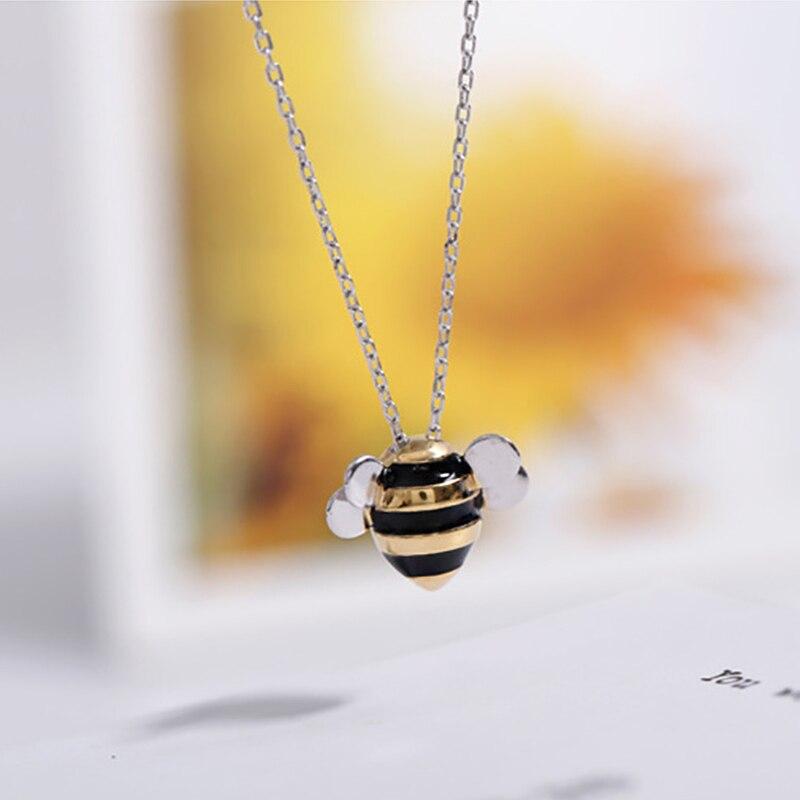 Женская цепочка с подвеской в виде пчелы