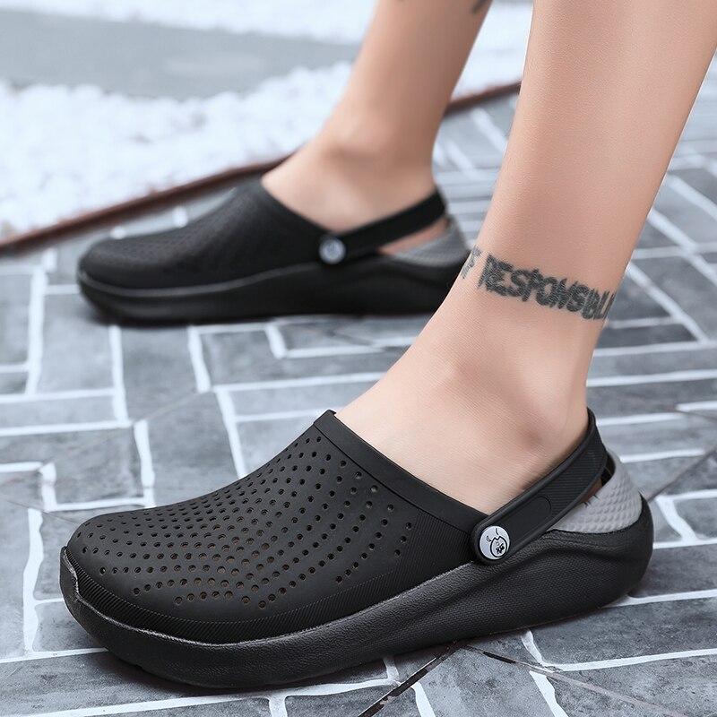 2019 Men Sandals Rubber Clogs Shoes Hole Shoes EVA Sandalias Summer Beach Shoes Slippers Cholas hombre High Quality Black Shoes