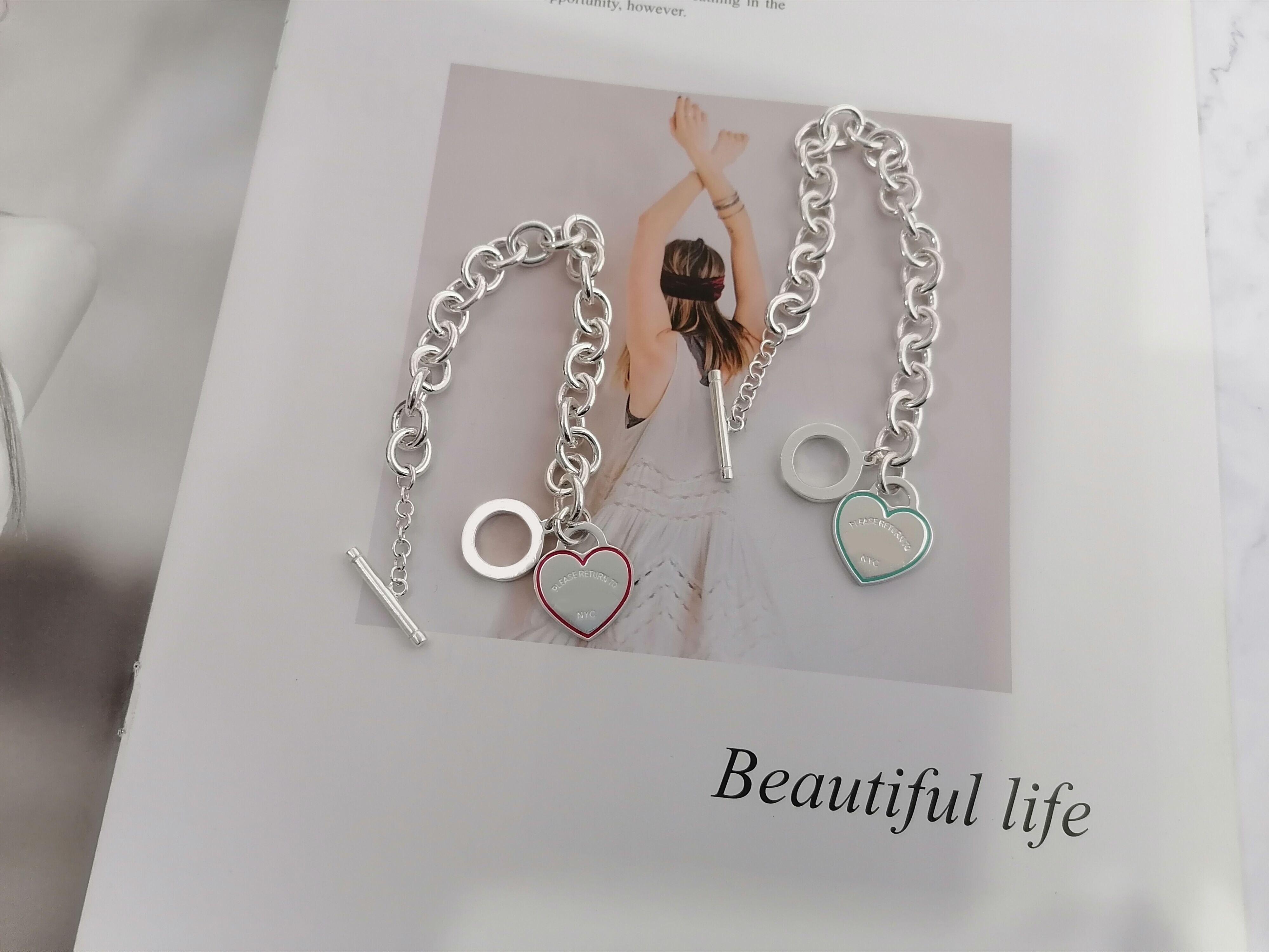 Bracelet en émail en forme de cœur