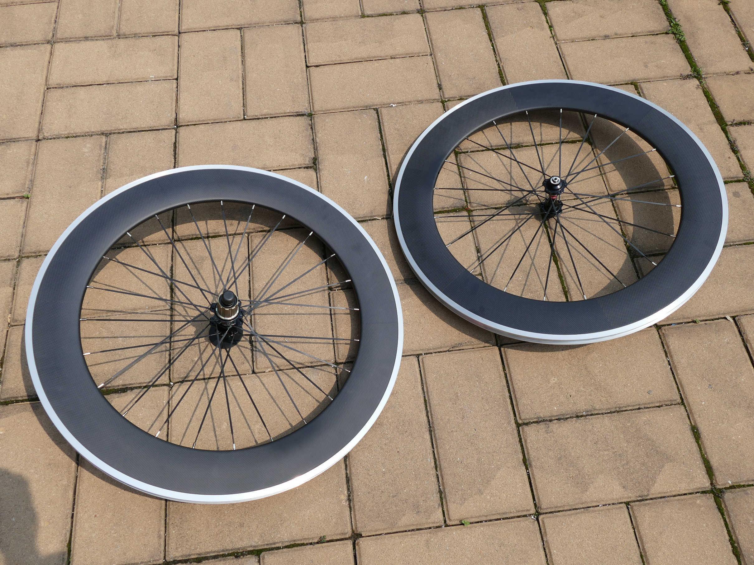 CW28 haute qualité flambant neuf vélo de route en carbone 700C roues à pneu (côté frein en alliage) profondeur de jante 80mm largeur 25mm